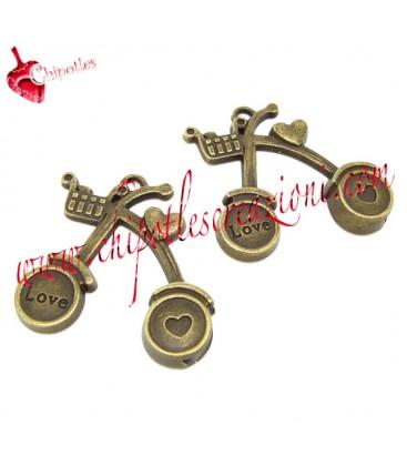 Ciondolo Bicicletta 33x34 mm con Scritta Love e Cuore colore Bronzo Antico